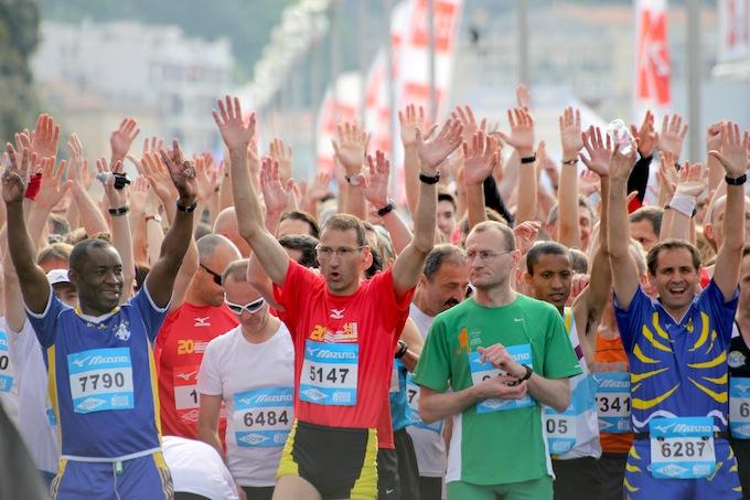 Happy runners at the start of the Semi Marathon de Nice 2011
