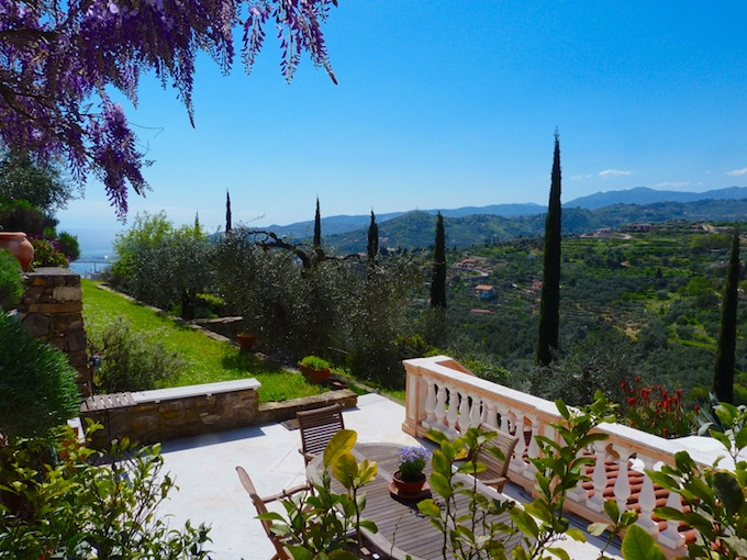 The Country Villa in Imperia has stunning gardens