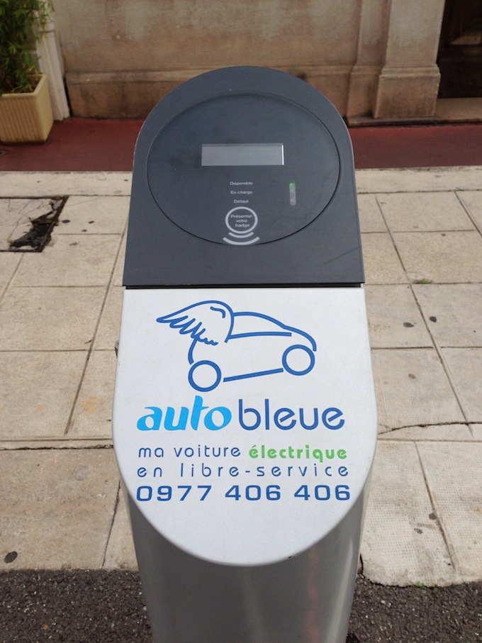 Auto Bleue celebrates 2 years in Nice