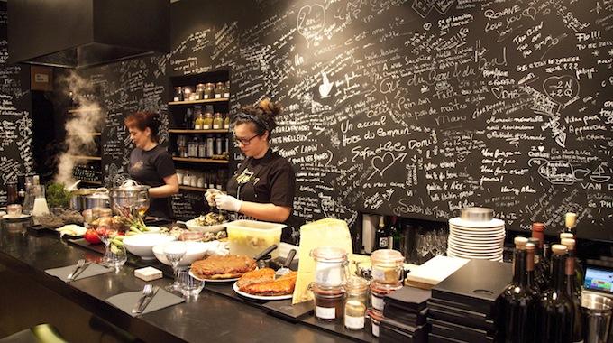The kitchen in Atelier du Port in Nice