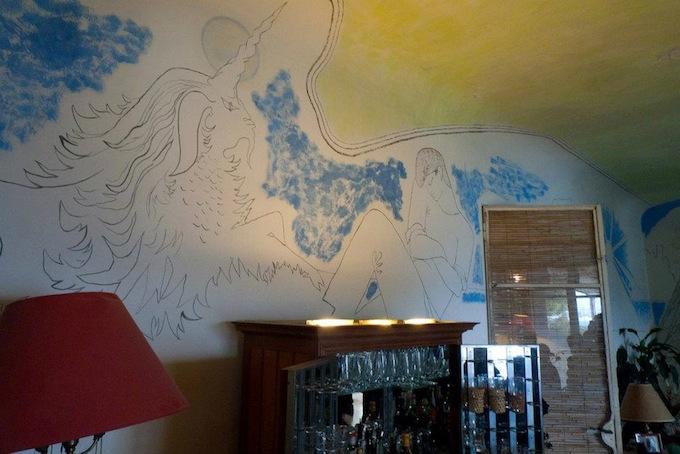 A mural in the living room of Villa Santo Sospir