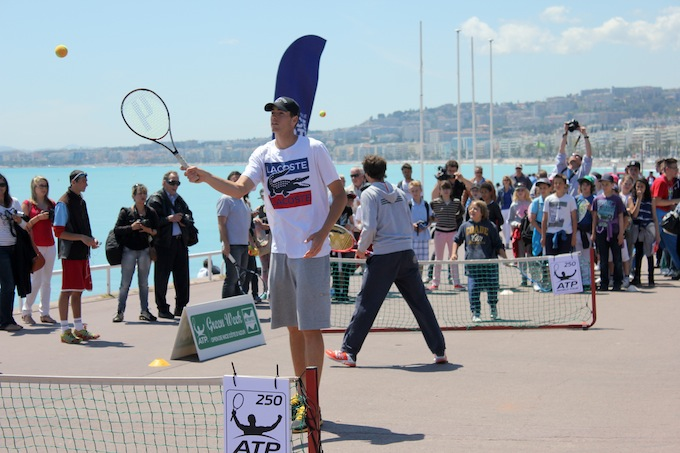 John Isner in action on the Promenade des Anglais