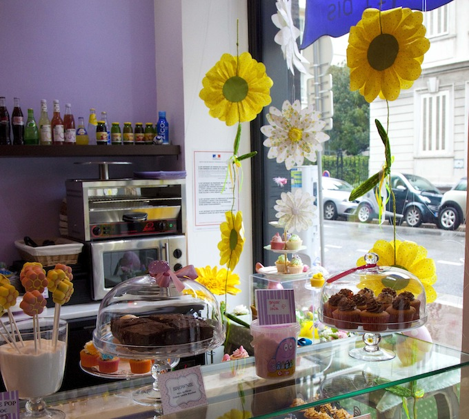 The counter at Emma's Cupcakes in Nice