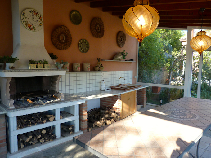 Pizza oven in the tavern on the ground floor of the villa in Camporosso by Terra Italia