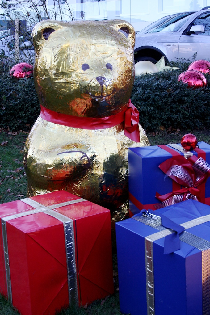 The giant Lindt chocolate bears in Zurich