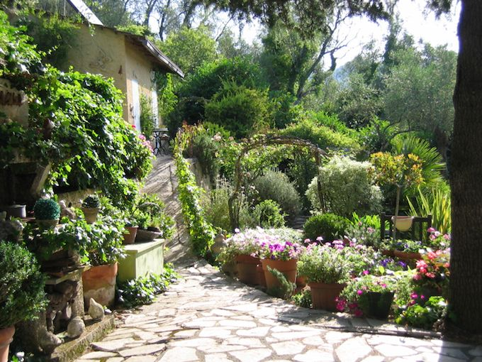 Impressive grounds with villa in Apricale