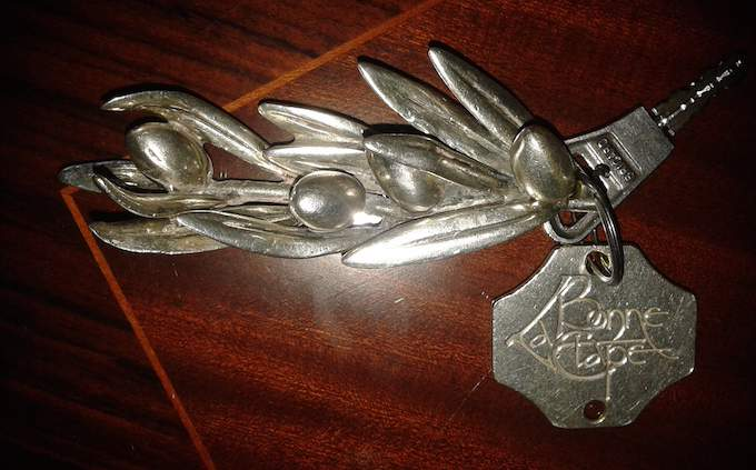 La Bonne Étape room key