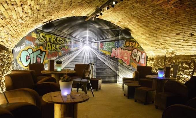 Lower lounge in Restaurant Les Garçons in Vieux Nice