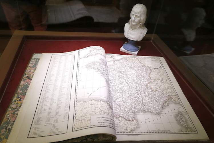 Exhibit at Nice le départ de la gloire at Musée Masséna