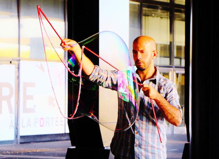Khaled Youssef and bubble art