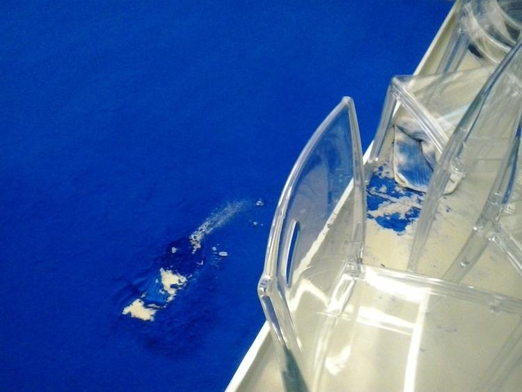 Footprint damage to Yves Klein BLUE @ MAMAC - © Natja Igney