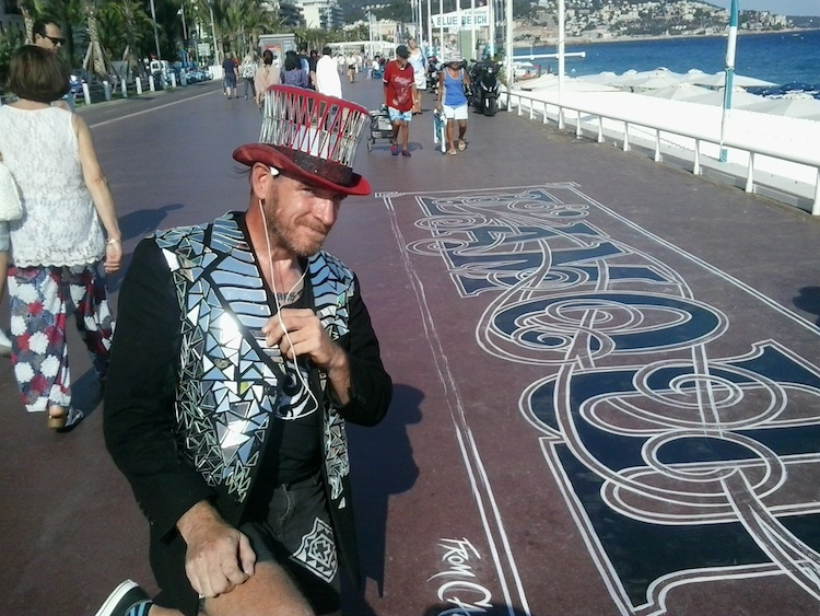 Victor artist on Promenade des Anglais